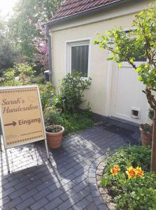 Sarahs Hundesalon - Eingang